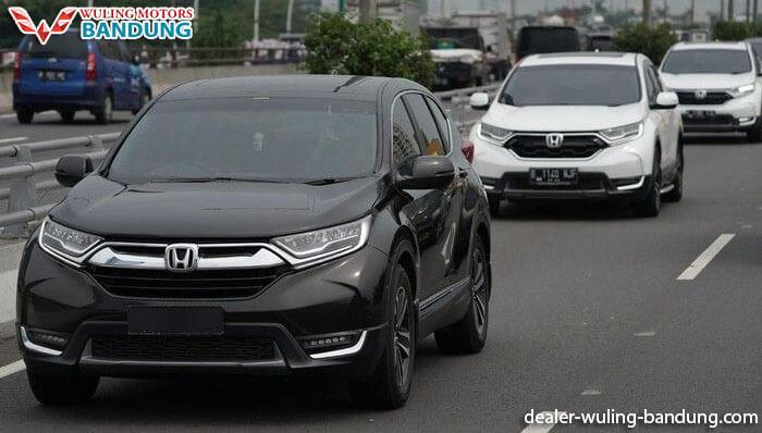 Wuling Almaz dan Honda CR-V Bersaing Ketat